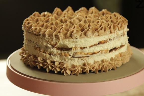 Бисквитена торта 'Baileys' с бял и млечен шоколад и маскарпоне.