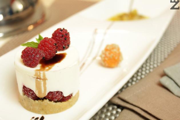 Малинова торта с бял шоколад