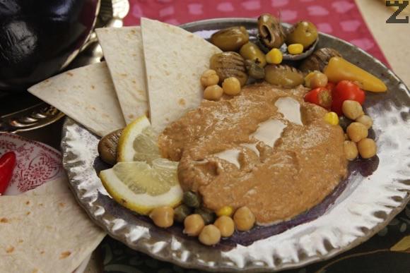 Хумус с патладжани