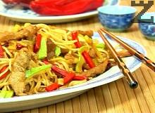 Спагети със свинско по азиатски