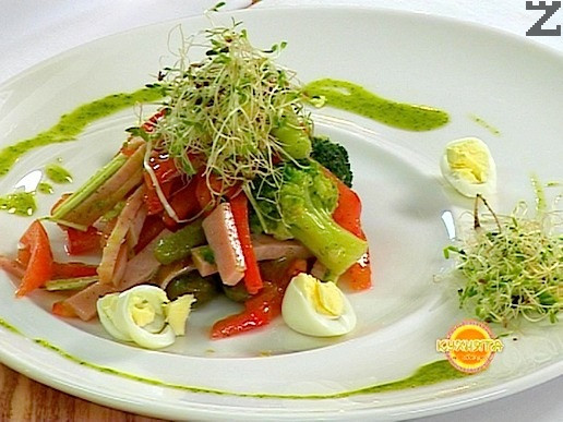 Салата с броколи и пъдпъдъчи яйца