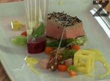 Риба тон със сусам и зеленчуци