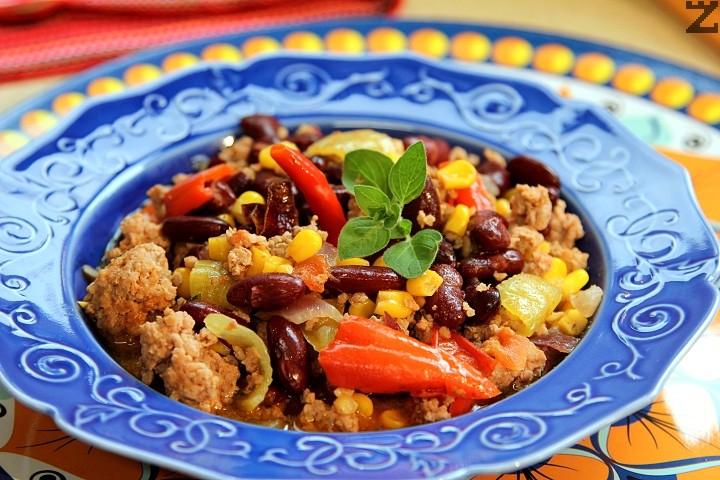 Чили кон карне - телешко с боб и царевица