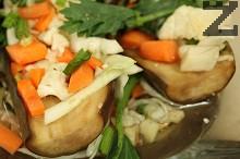 Туршия от пълнен патладжан със зеленчуци
