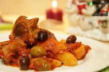 Яхния от свинско с картофи и маслини