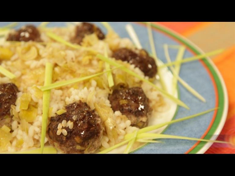 Телешки кюфтенца с праз и ориз на фурна