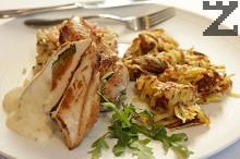 Пилешко филе със сушени кайсии