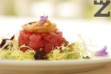 Тартар с авокадо и риба тон