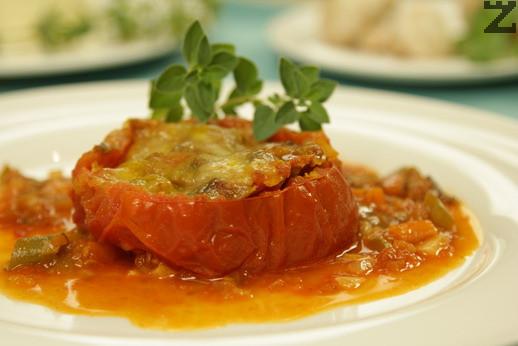 Яхния от пълнени домати с гъби
