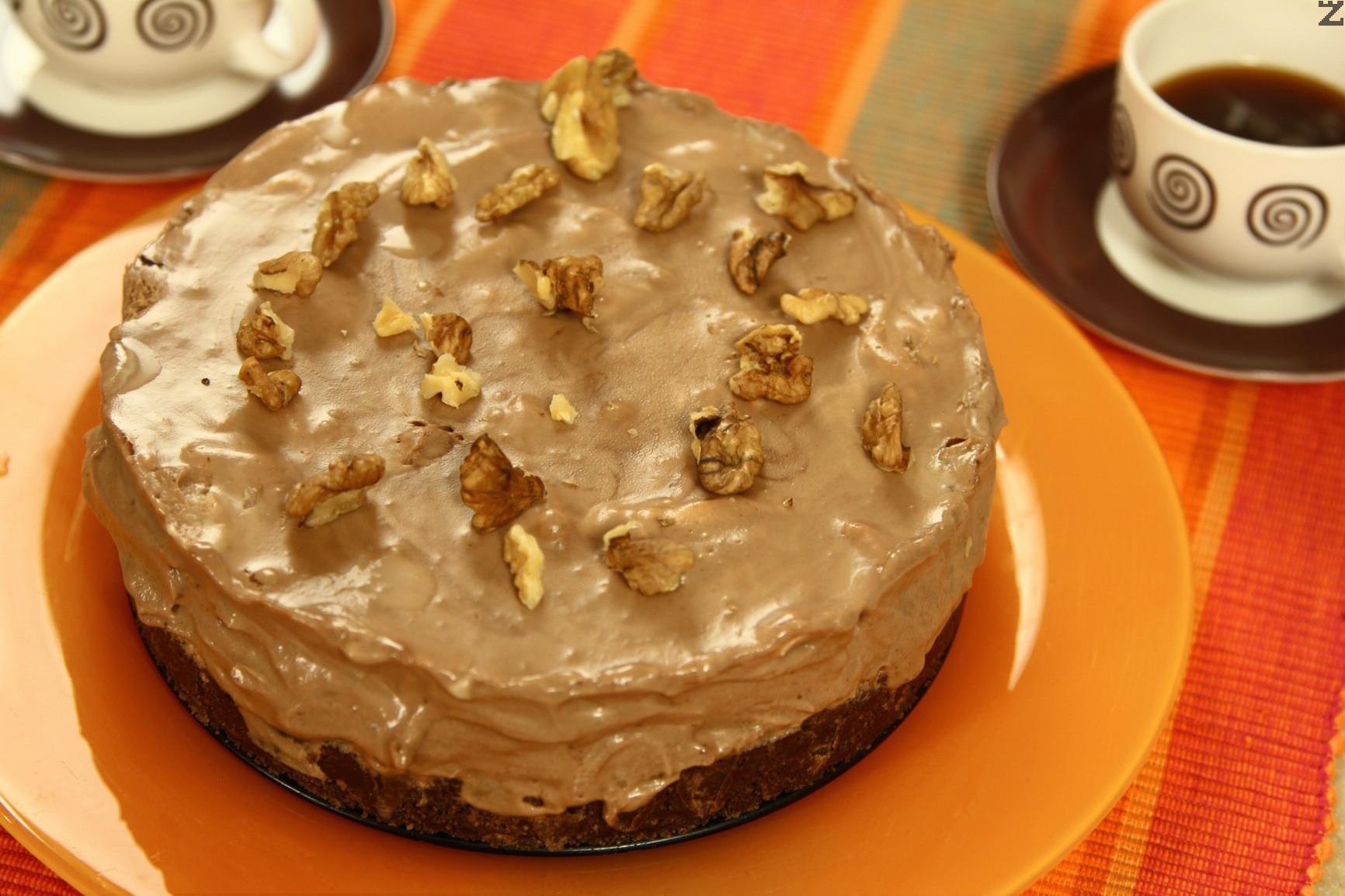Бисквитена торта с шоколадов мус