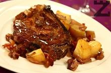 Свински пържоли с картофи и бекон на фурна