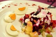 Рибна салата с картофи и цвекло