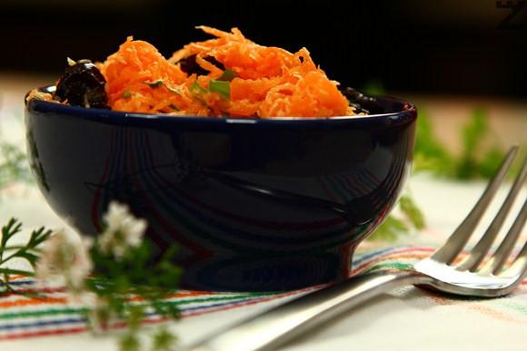 Салата от моркови с кокос
