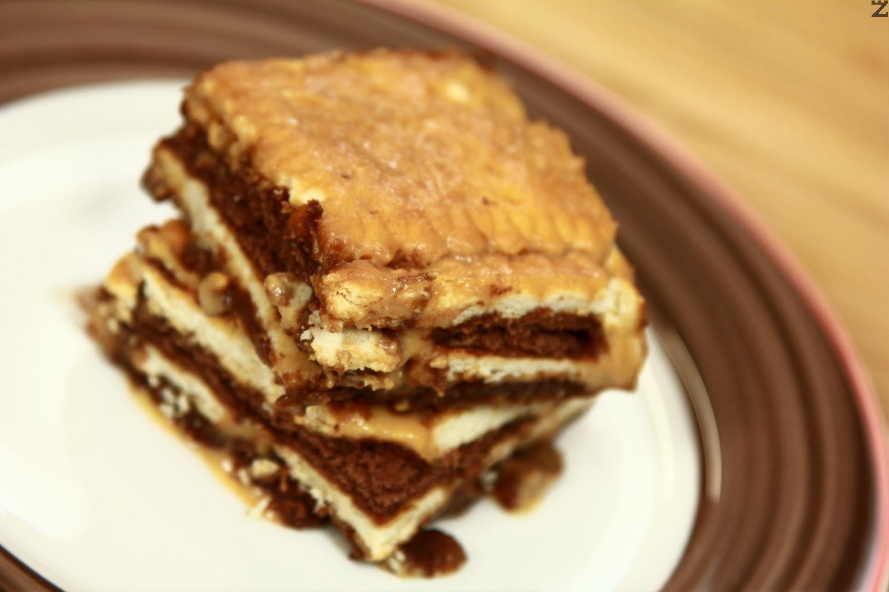 Бисквитена торта с крем карамел