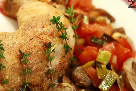 Пиле с домати и гъби на фурна