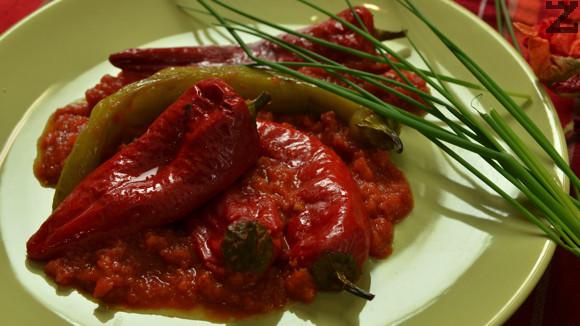Чушки в доматен сос