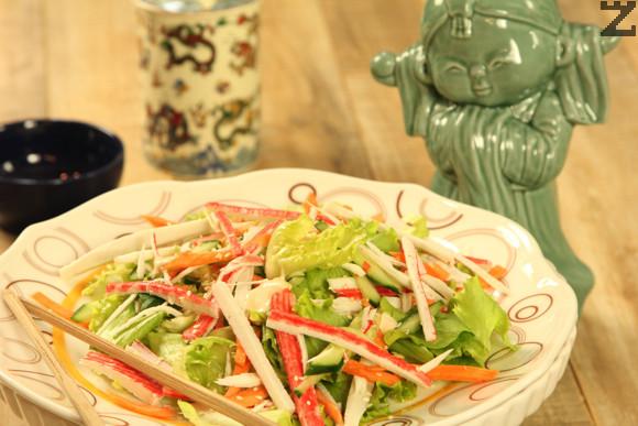 Японска салата с ролца раци