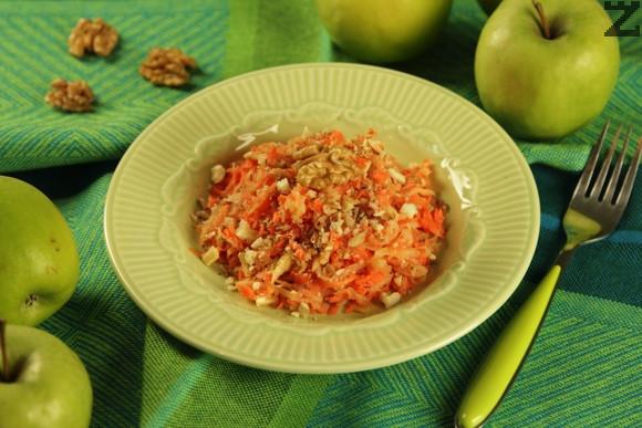 Салата от моркови с мед и ябълки