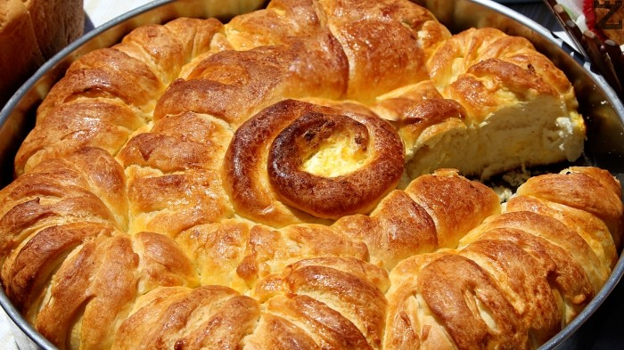 Кюстендилска питка със сирене и масло