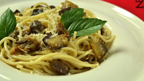 Спагети с патладжани и маслини