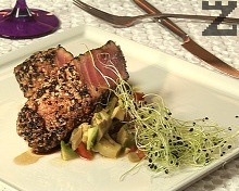 Риба тон с уасаби и салца от авокадо