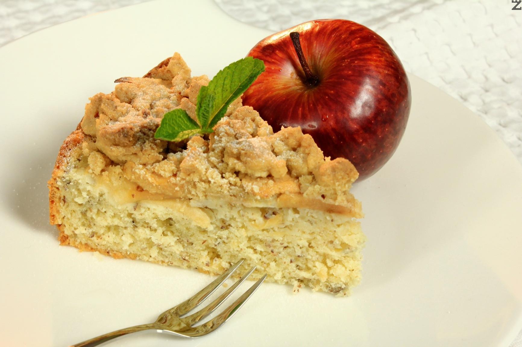 Ябълков кейк с лешници