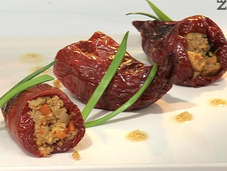 Пълнени сухи пиперки с булгур и сушени сливи