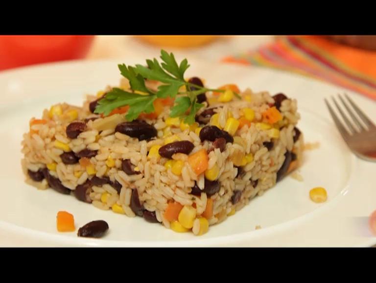 Кафяв ориз с червен фасул