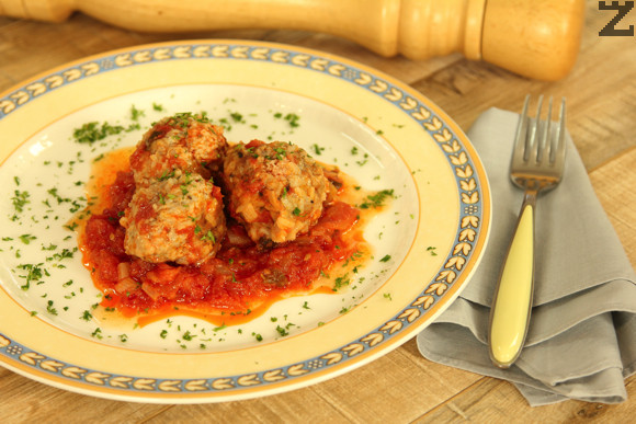 Домашни кюфтета с ориз и доматен сос