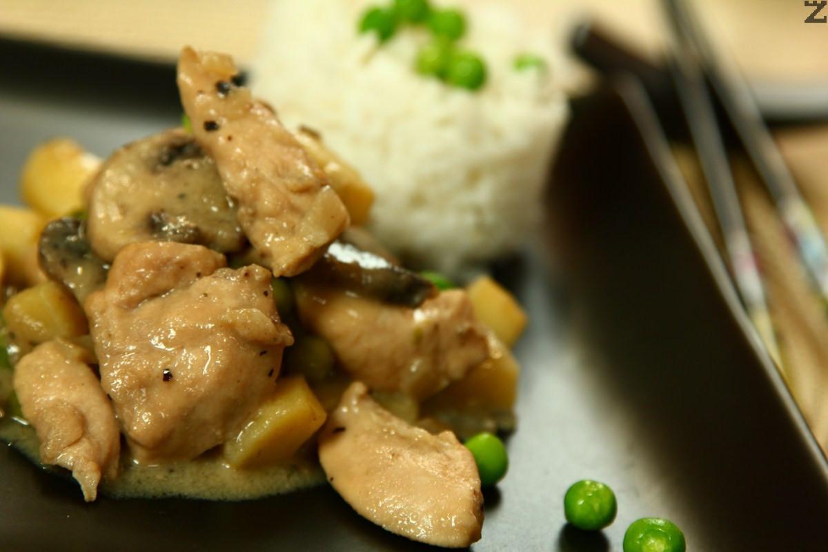Пиле със зелено къри и картофи