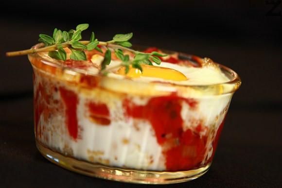 Яйца със сирене и пиперки на фурна