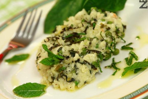 Зелен ориз със спанак и грах