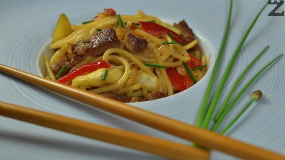Спагети с къри и свинско