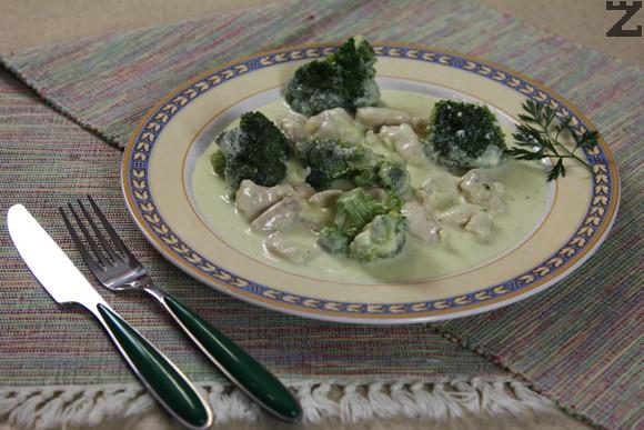 Пиле с топено сирене и броколи
