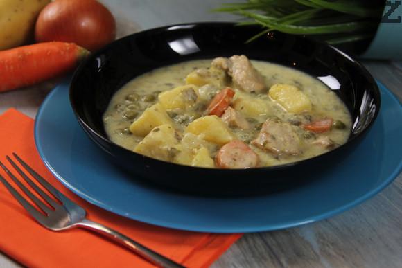 Пилешко с грах и картофи по френски