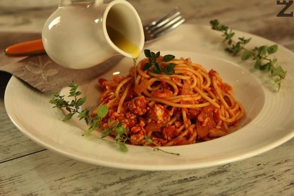 Спагети 'Болонезе' с пилешко