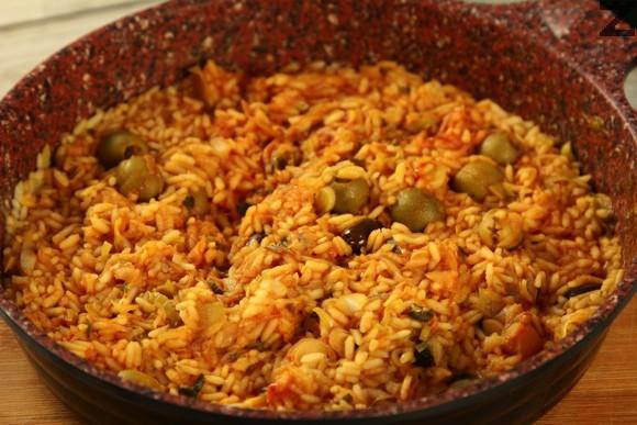 Ориз с праз и маслини