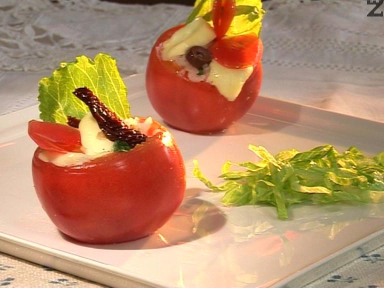 Пълнени домати с моцарела и ориз