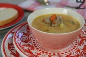 Супата е готова за сервиране.