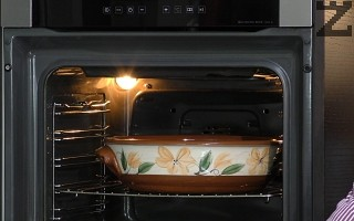 Ако се ползва глинен съд за печене той се слага в студена фурна и се загрява до 180С. за да е горещ и да не се пръсне.