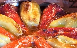 Поръсват се с малко сол и поливат с 2-3 с.л. олио. Пекат се на 180° в предварително загрята фурна за 45 минути в средата на печката.