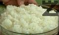 Заливаме ориза с хладка вода. След 15 мин. отцеждаме, наливаме 6 ч.ч. студена вода. Варим докато ориза поеме течността.