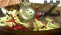 Загряваме олиото в тиган уок, изпържваме за 30 сек. лука. Добавяме чесъна, поръсваме с къри. Изсипваме свинското месо, след кратко запържване прибавяме останалите зеленчуци. След 1-2 мин. поръсваме със захар, сол и оцет.