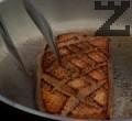 Запържваме филето за кратко. Поставяме го в тавичка, запичаме за около 10 мин. на 180 градуса, след което го нарязваме на парчета.