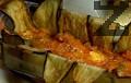 Слагаме половината от сиренето, нарязано на плочки, изсипваме част от плънката. Отново редим патладжани, сирене и плънка.
