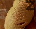 Правим няколко прореза по кожата на патешкото филе, поръсваме го със сол и черен пипер и от двете страни.