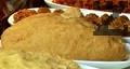 Накисваме булгура във вода. Накълцваме пържените картофи, прибавяме ги към булгура. Омесваме с яйце и брашно до получаване на тестяна еднородна смес.