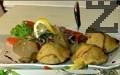 Сервираме, като декорираме с магданоз и поливаме със сос от нар.