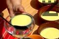 Разпределяме крема в 6 купички, слагаме от крема и в ореховите ядки.