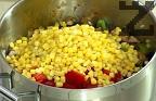 Нарязваме на кубчета печените чушки, прибавяме ги в тенджерата заедно с царевицата.